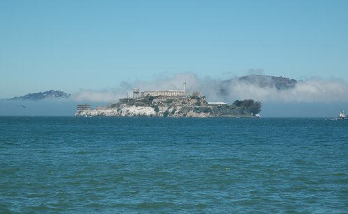 That's Alcatraz, the famous prison wear crooks such as Al Capone served their time. San Francisco (2007)